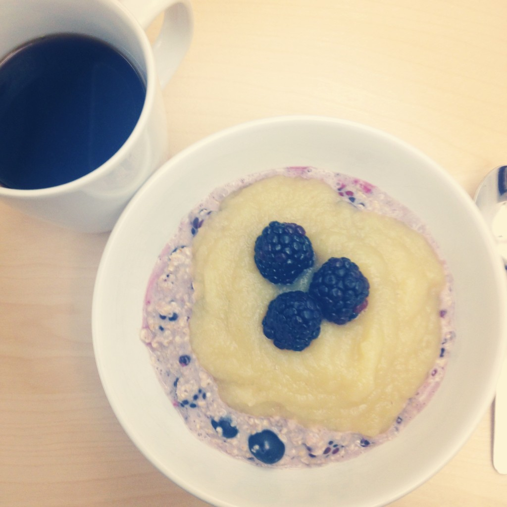Berry oats for breakfast | annavaleria.net